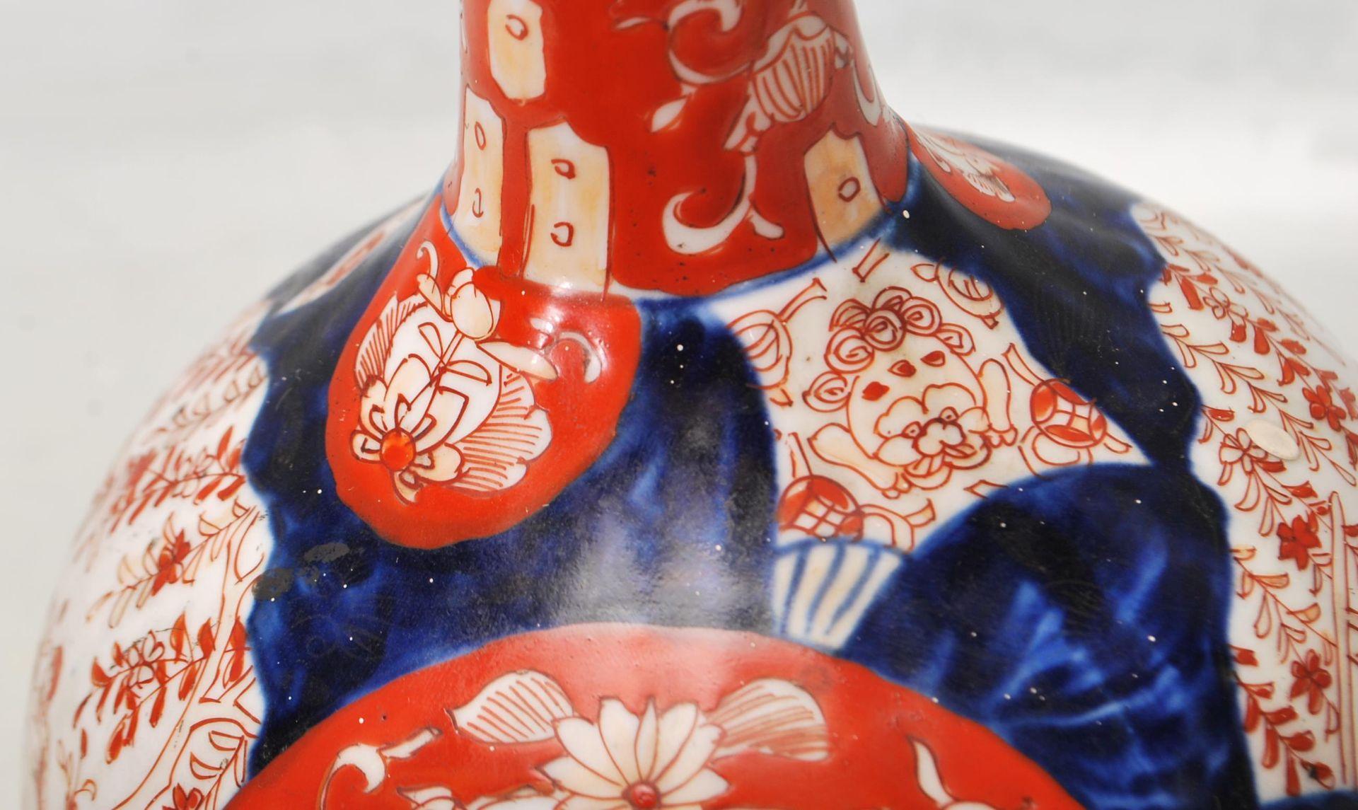 19TH CENTURY CHINESE IMARI PATTERN STEM VASE - Image 5 of 8