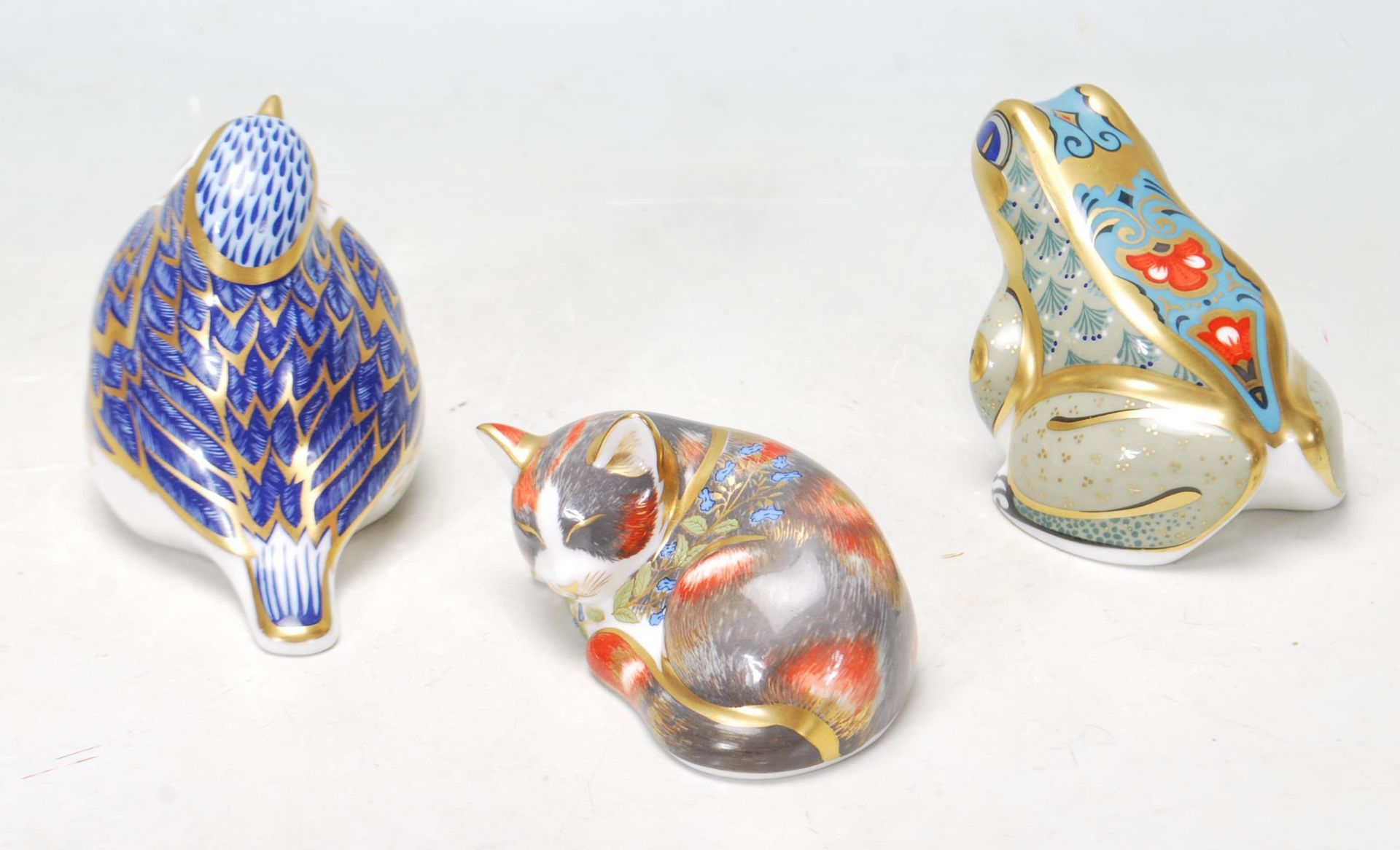 THREE ROYAL CROWN DERBY PAPERWEIGHT - CAT - FROG - BIRD - Image 4 of 7