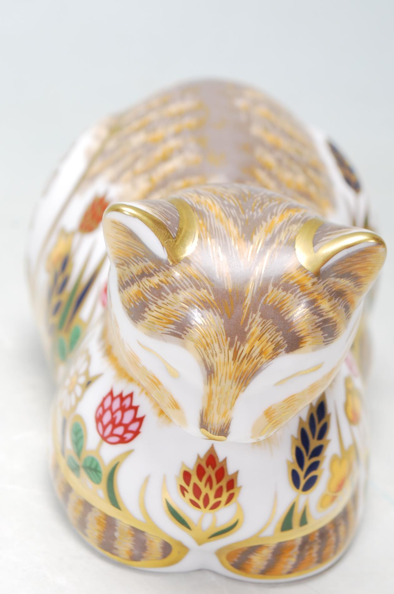 ROYAL CROWN DERBY COTTAGE CAT PAPERWEIGHT WITH GOLD STOPPER - Image 3 of 5