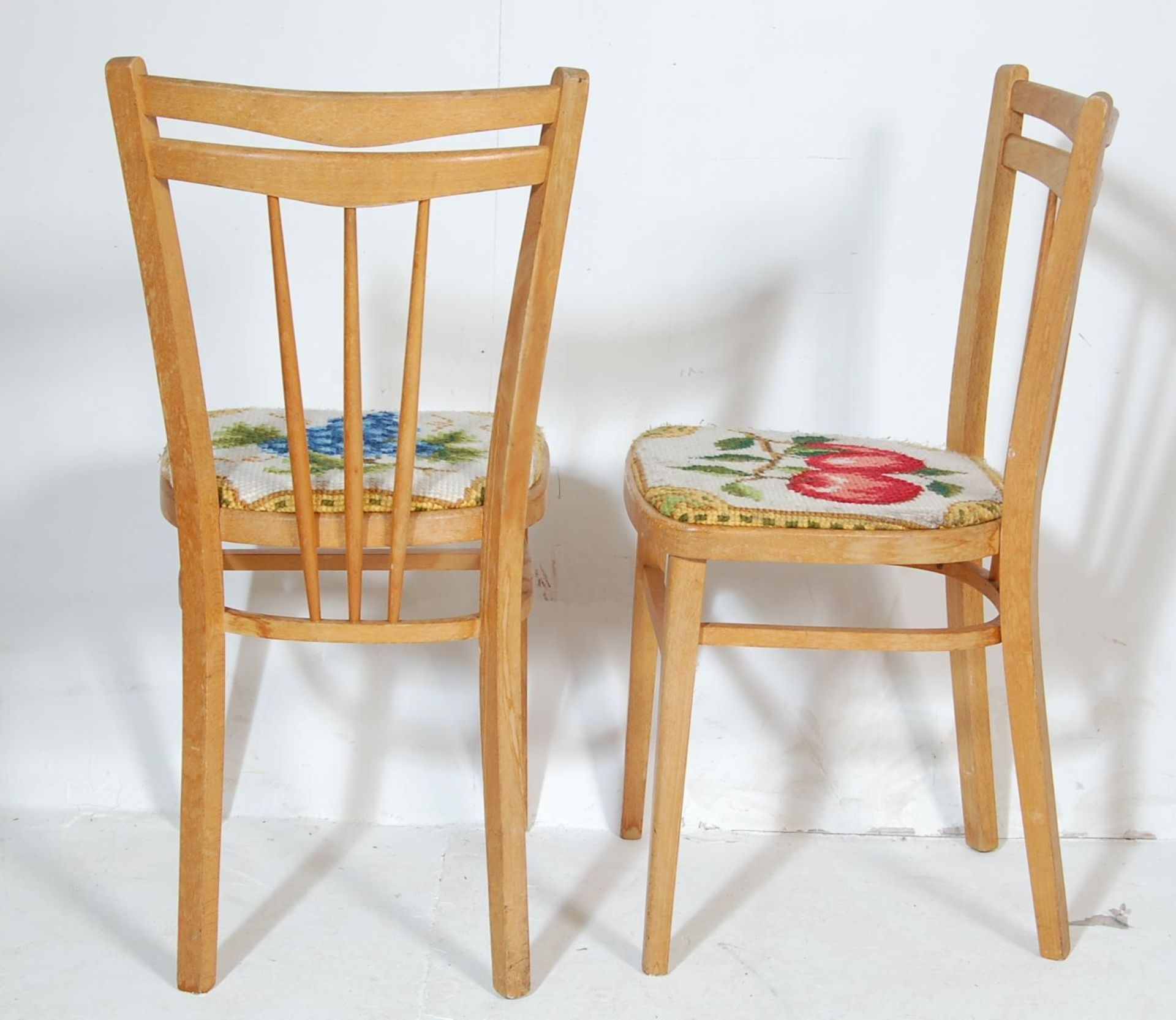 FIVE RETRO 20TH CENTURY DINING CHAIRS / KITCHEN CHAIRS - Image 5 of 5