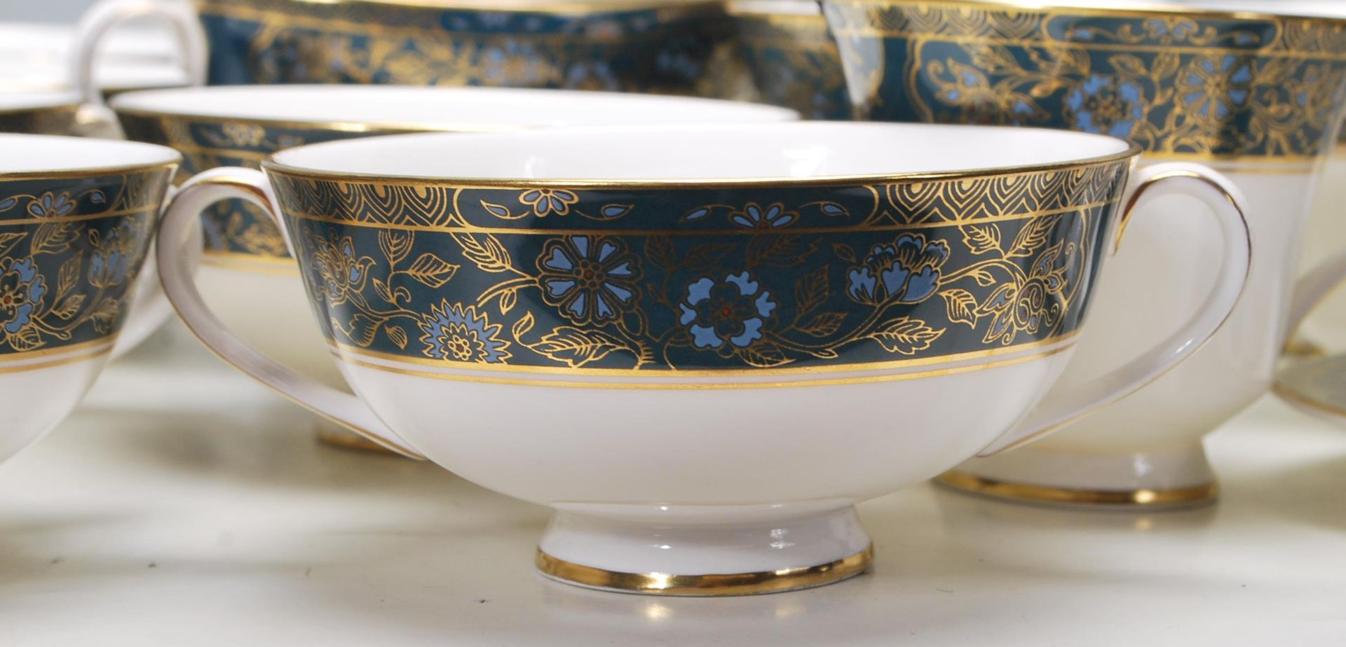 COLLECTION OF LATE 20TH CENTORUY ROYAL DOULTON FINE BONE CHINA DINNER SERVICE - Image 2 of 8