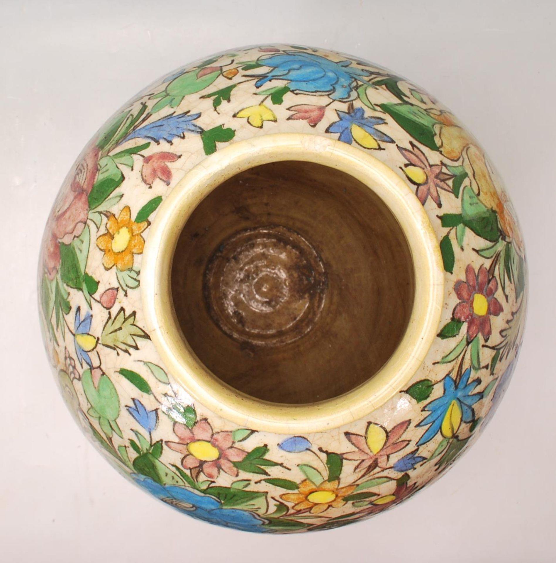 LATE 20TH CENTURY PERSIAN ISLAMIC VASE WITH POLYCHROME DECORATION - Image 6 of 7