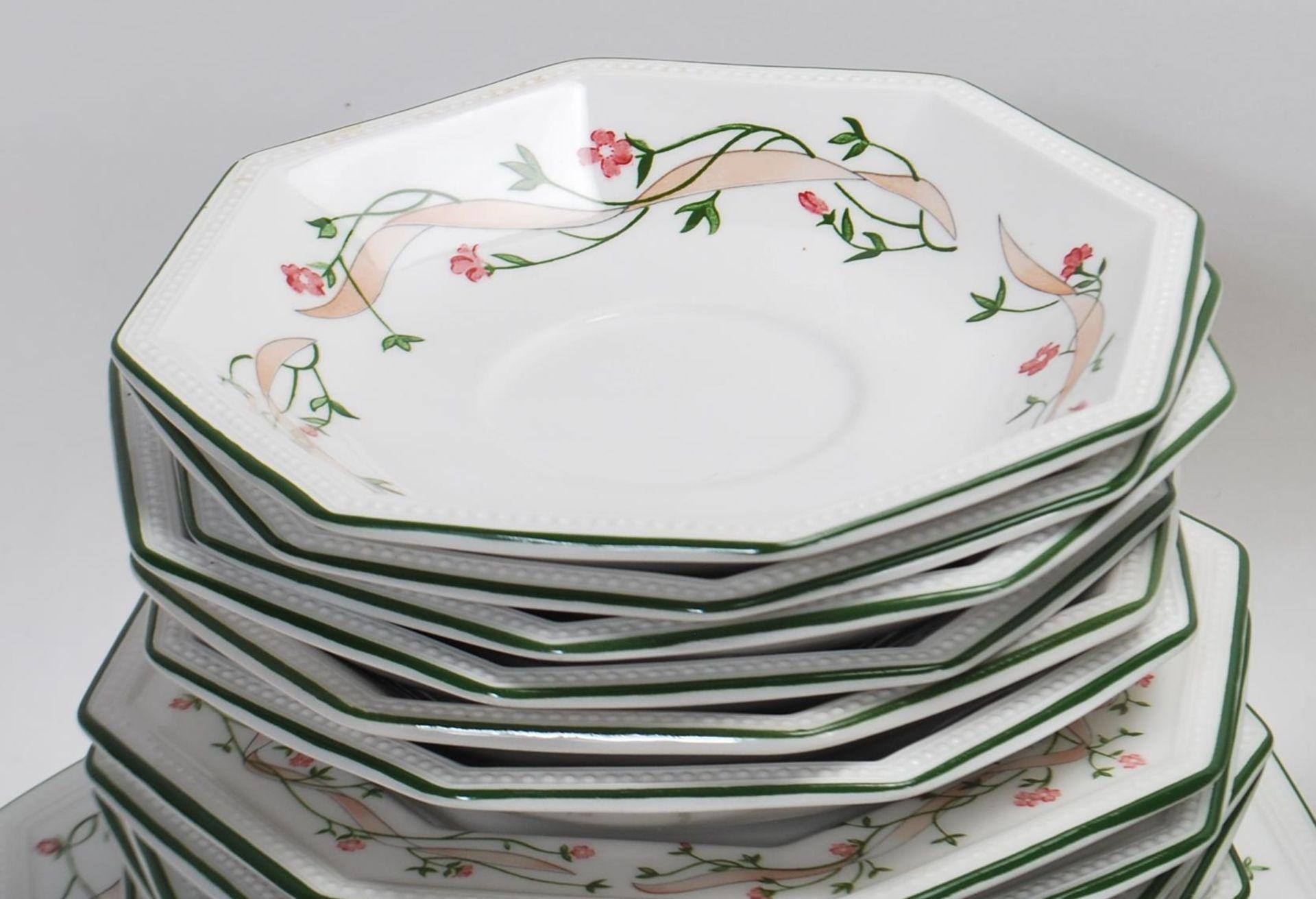 LAARGE DINNER SERVICE BY JOHNSON BROS ETERNAL BEAU - Image 15 of 19