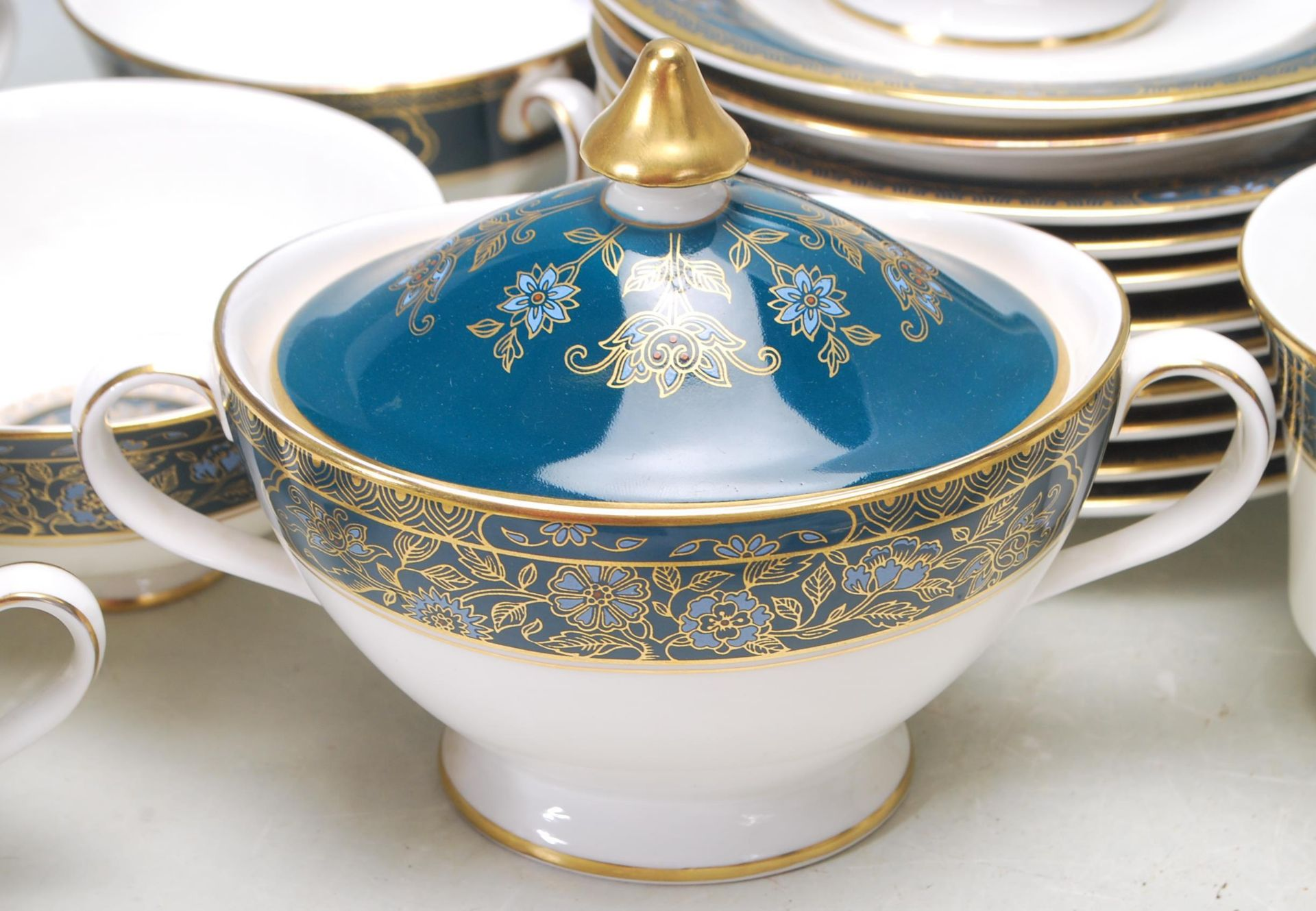 COLLECTION OF LATE 20TH CENTORUY ROYAL DOULTON FINE BONE CHINA DINNER SERVICE - Image 5 of 8
