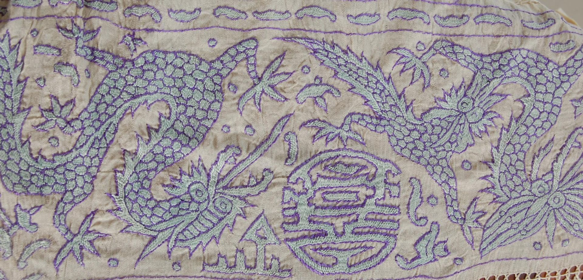 EARLY 20TH CENTURY CHINESE ORIENTAL TABLE CLOTH - Image 4 of 7