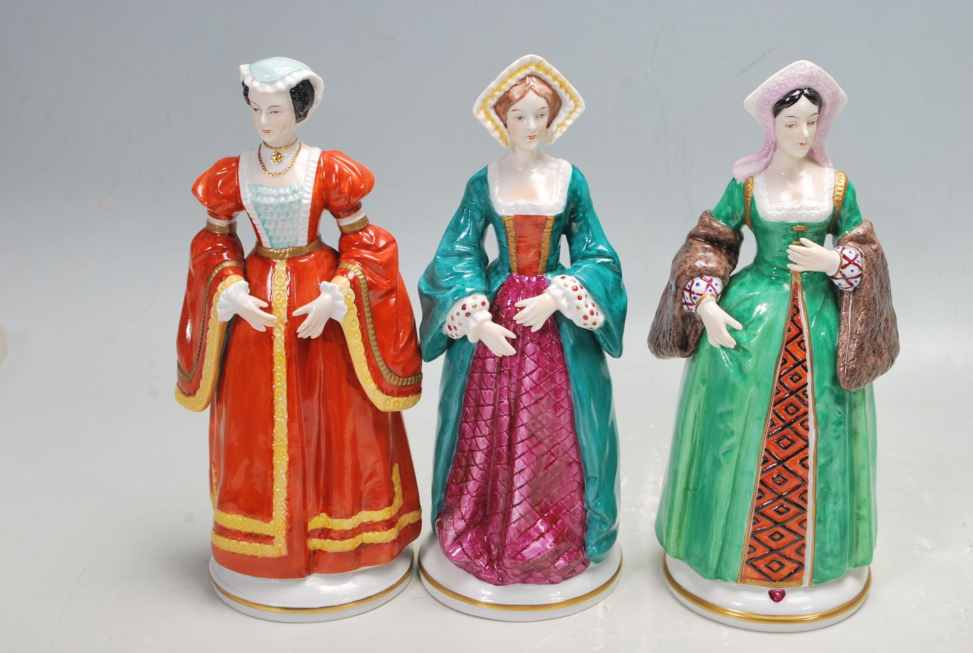 COLLECTION OF SEVEN SITZEDORF CERAMIC PORCELAIN FIGURINES OF HENRY VIII AND HIS SIX WIVES - Image 2 of 8