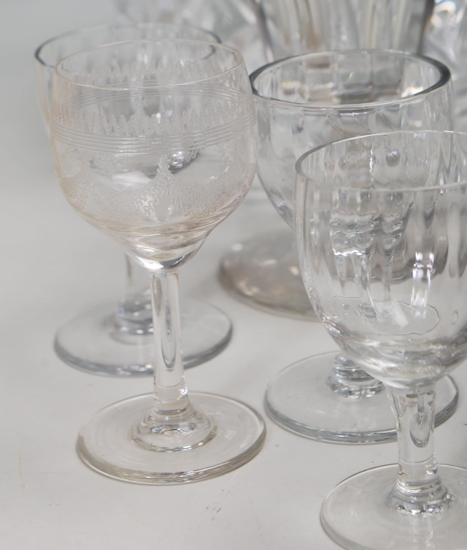 LARGE COLELCTION OF 10TH CENTURY AND LATER CRYSTAL GLASS - Image 6 of 10