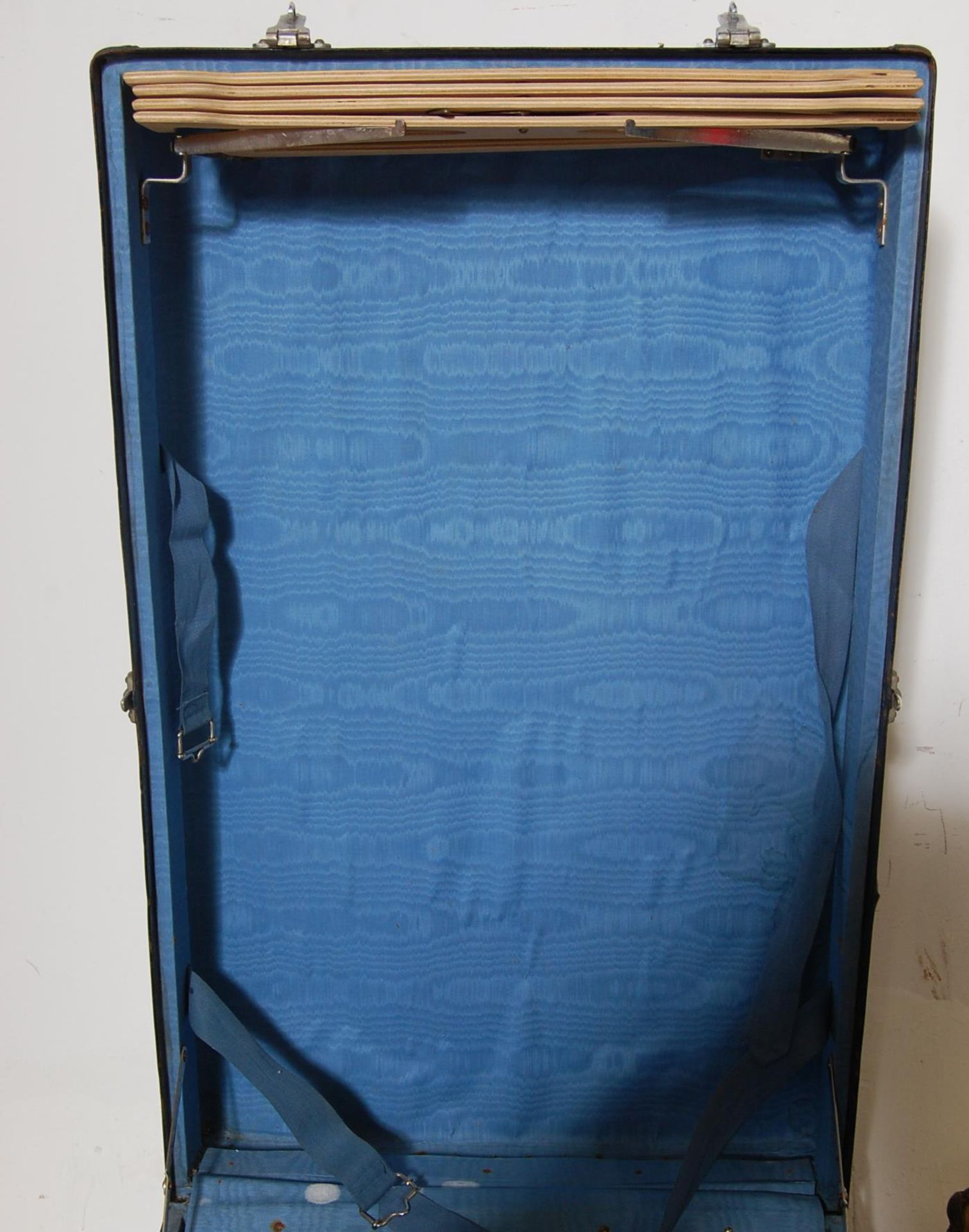 COLLECTION OF THREE EARLY 20TH CENTURY STEAMER TRUNKS - Image 8 of 12