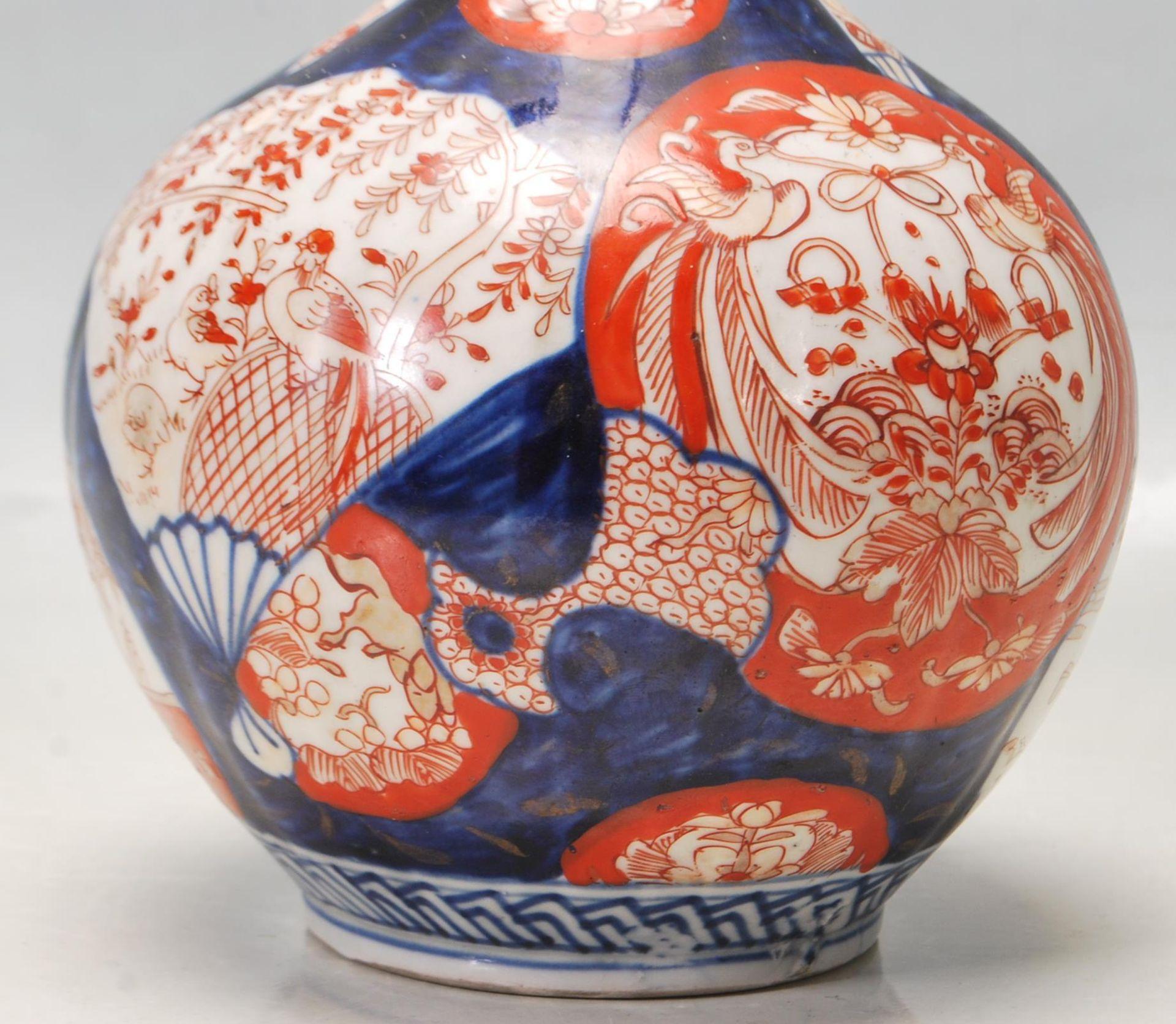 19TH CENTURY CHINESE IMARI PATTERN STEM VASE - Image 4 of 8