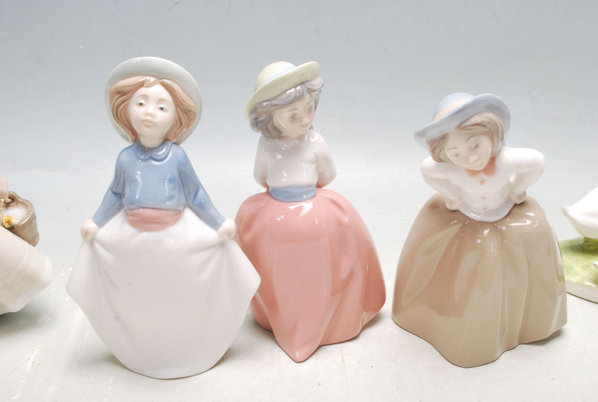 COLELCTION OF LATE 20TH CENTURY CERAMIC PORCELAIN NAO FIGURINES - Image 4 of 8