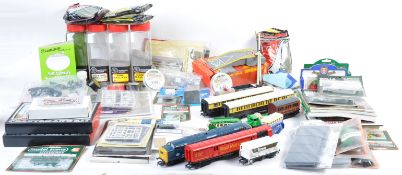LARGE COLLECTION OF 00 GAUGE MODEL RAILWAY ITEMS