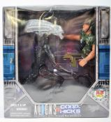 KENNER MADE ALIENS VS CORP HICKS KB EXCLUSIVE FIGURE SET