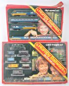 COLLECTION OF HORNBY 00 GAUGE MODEL RAILWAY TRAINSET ITEMS