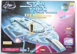 STAR TREK PLAYMATES DEEP SPACE NINE USS DEFIANT SHIP
