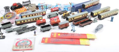 LARGE COLLECTION OF ASSORTED 00 GAUGE ITEMS