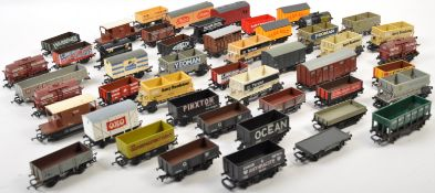 LARGE COLLECTION OF X54 ASSORTED 00 GAUGE ROLLING STOCK WAGONS