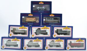 RAKE OF BOXED BACHMANN 00 GAUGE ROLLING STOCK