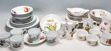 20TH CENTURY ROYAL WORCESTER EVESHAM PATTERN DINNER SERVICE
