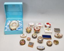 LARGE QUANTITY OF VINTAGE CERAMIC AND METAL PILL TRINKET BOXES