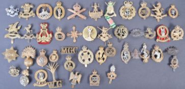 COLLECTION OF ASSORTED WWI & WWII BRITISH ARMY CAP BADGES