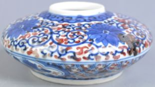 19TH CENTURY CHINESE ARTISTS BRUSH POT OF SQUAT FORM