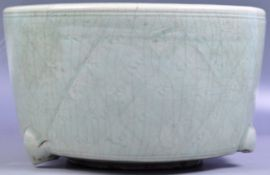 ANTQIUE CHINESE MING DYNASTY GREEN CELADON LARGE POT