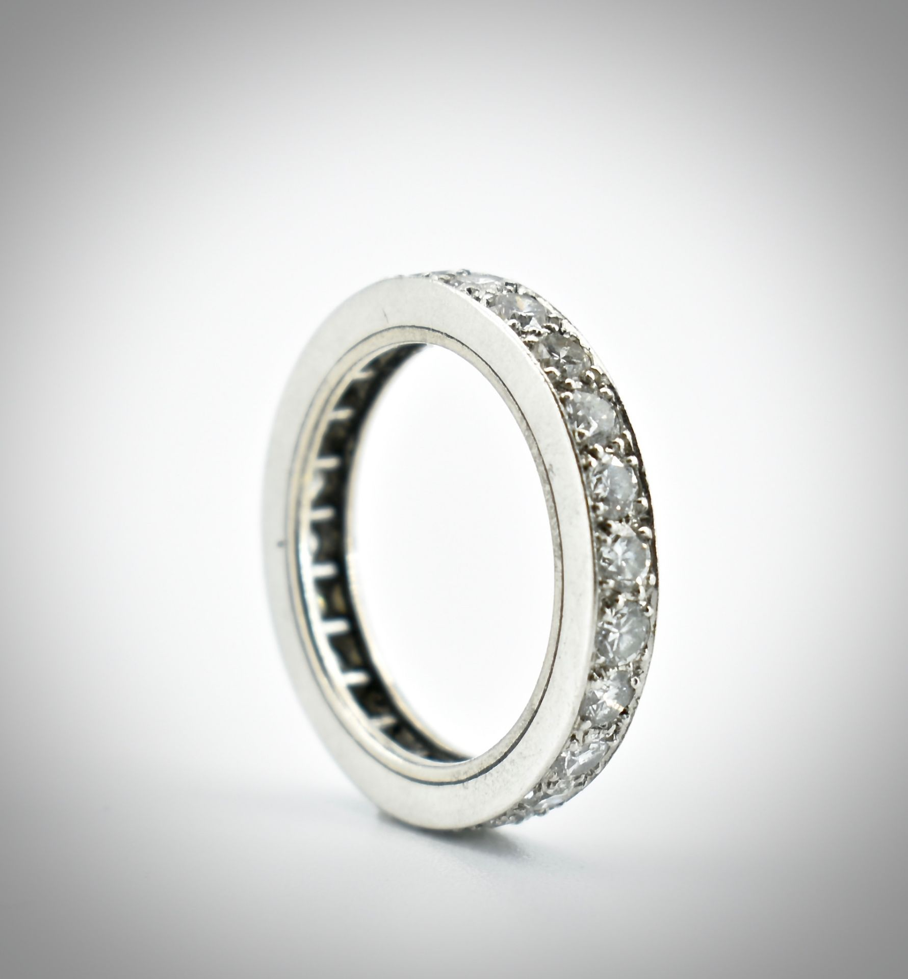 An 18ct Gold Platinum & Diamond Eternity Ring - Image 2 of 2