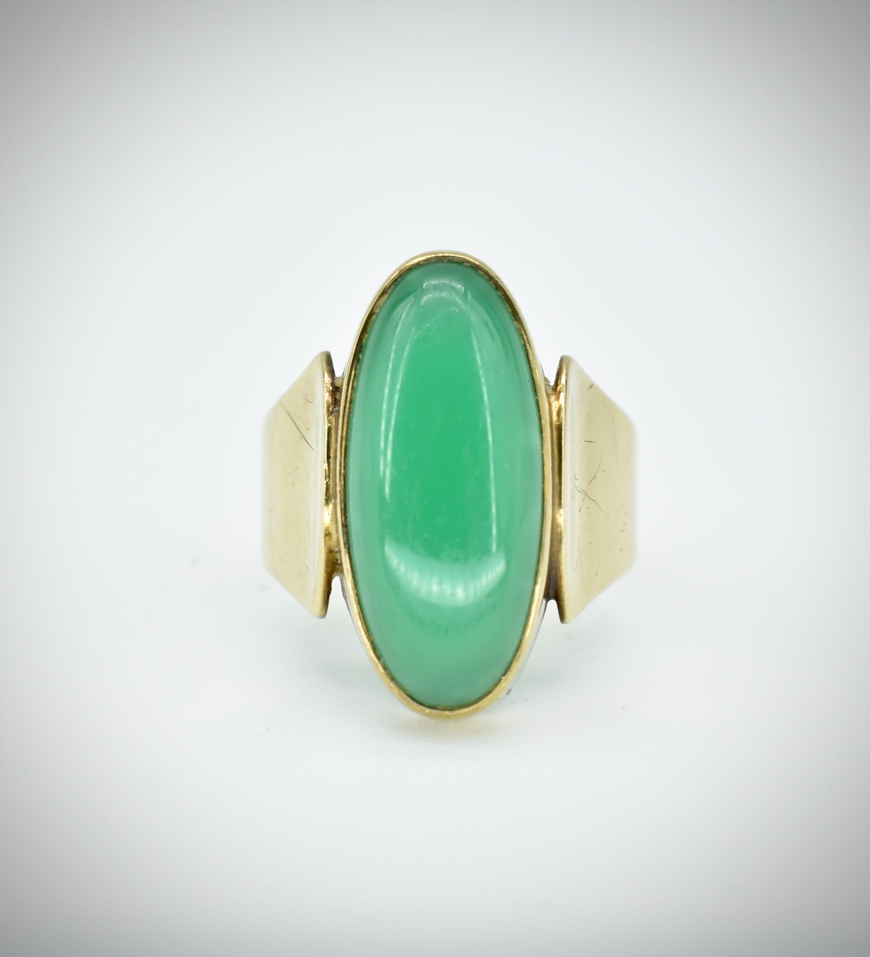8ct Gold Chrysoprase Cabochon Ring