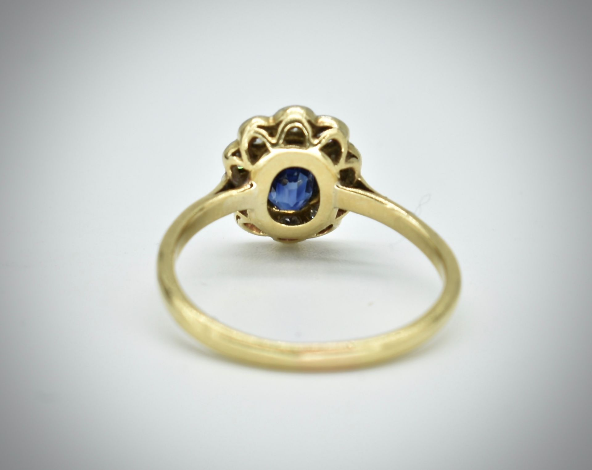 18ct Gold Sapphire & Diamond Cluster Ring - Image 6 of 6