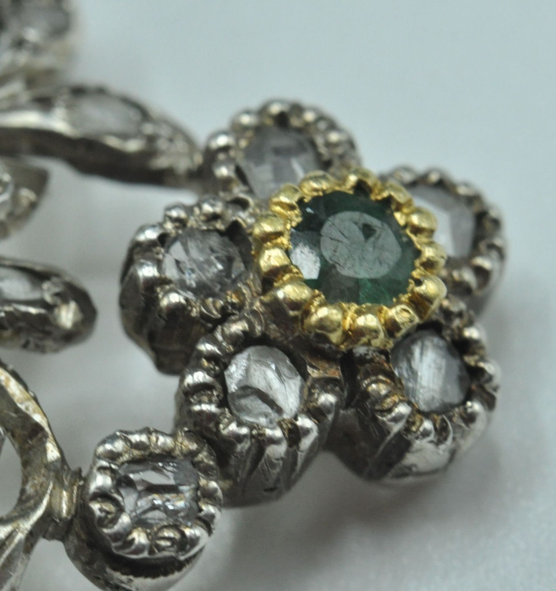 18ct White & Yellow Gold Emerald & Diamond Jardiniere Brooch - Image 3 of 9