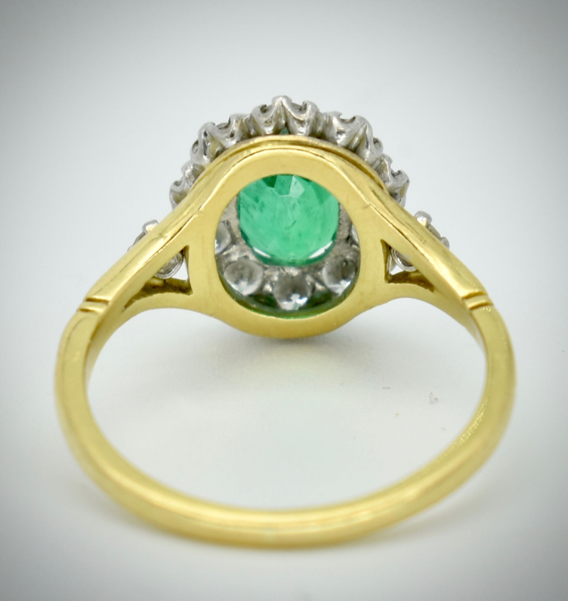 18ct Gold Emerald & Diamond Cluster Ring - Image 2 of 2