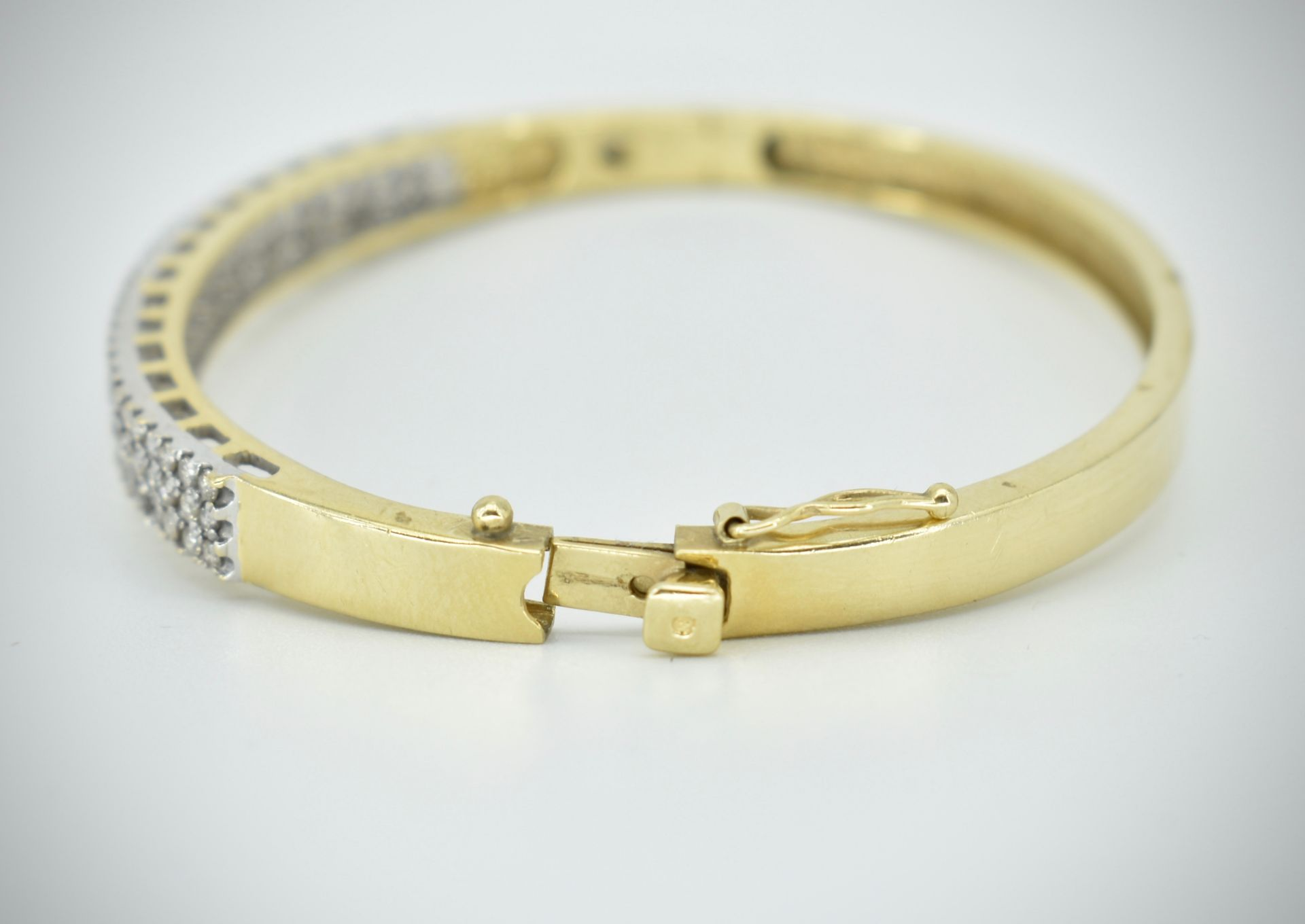 A 14ct Gold & Diamond Pave Fronted Bracelet - Bangle - Image 3 of 7