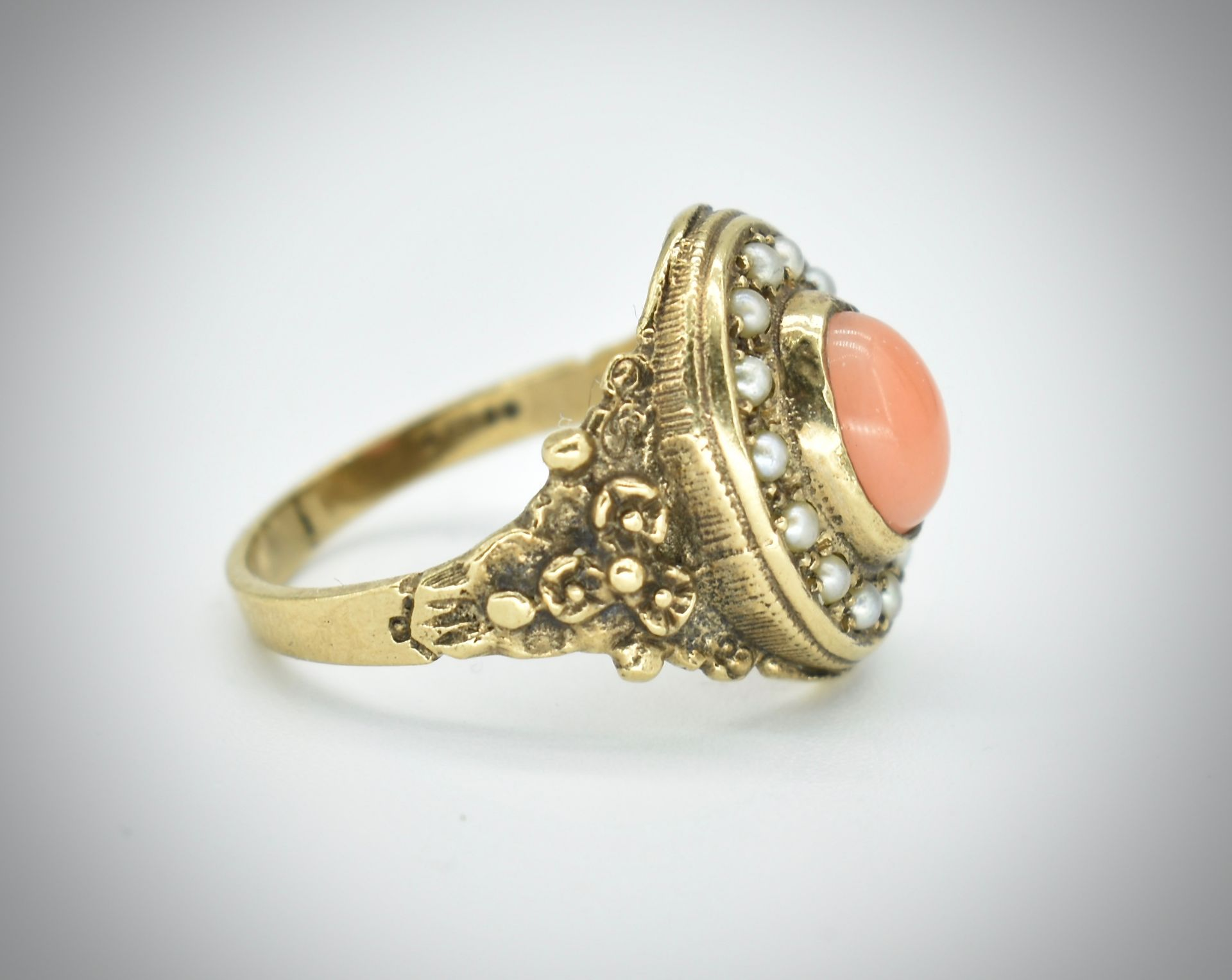 9ct Gold Coral & Pearl Ring - Image 2 of 4