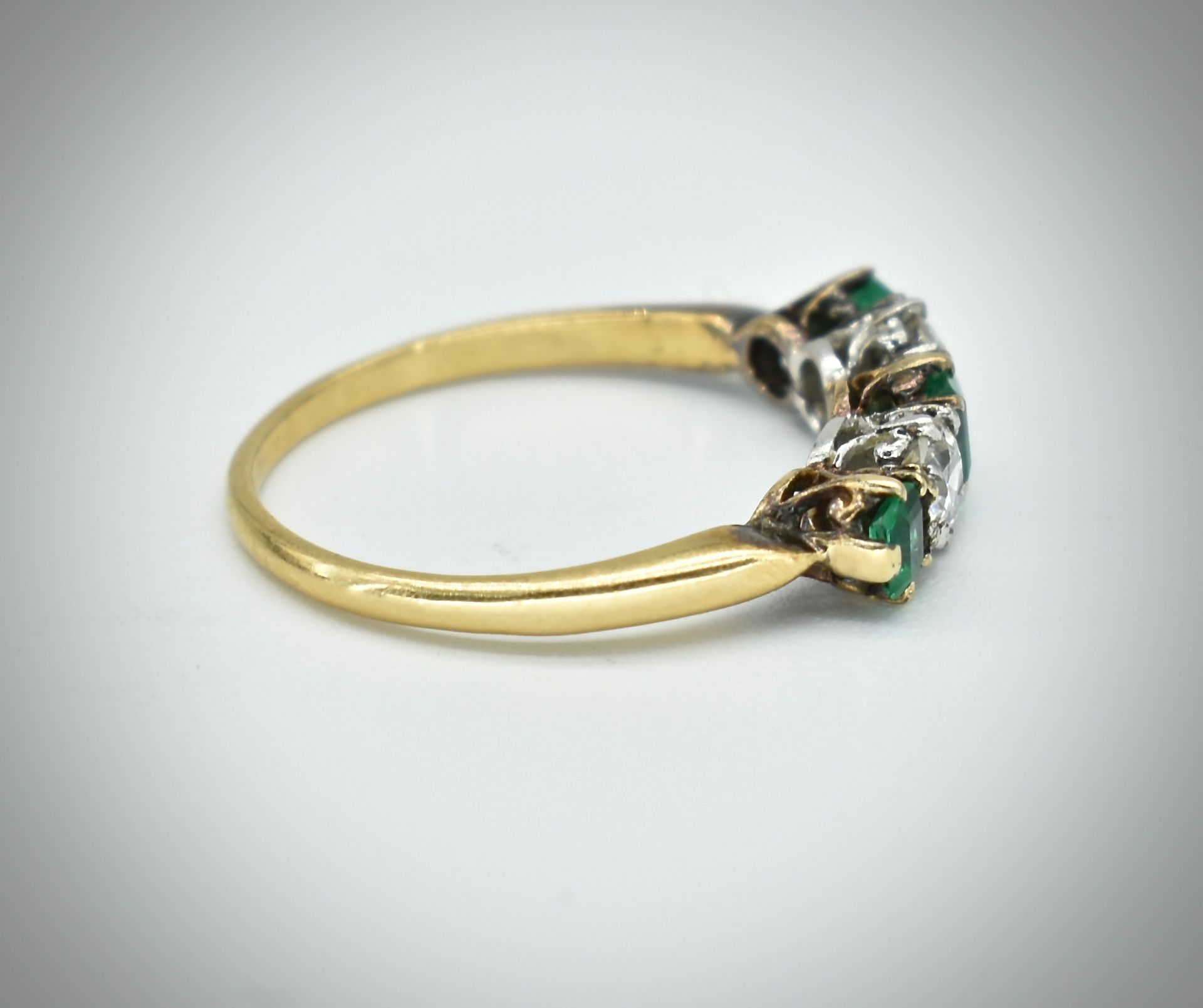 18ct Gold Emerald & Diamond Five Stone Ring - Image 5 of 7