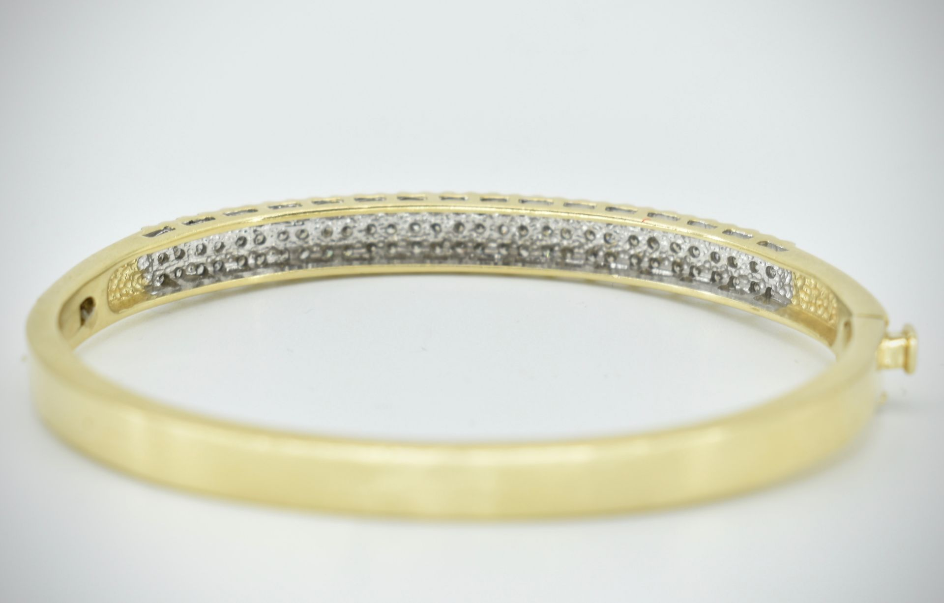 A 14ct Gold & Diamond Pave Fronted Bracelet - Bangle - Image 5 of 7