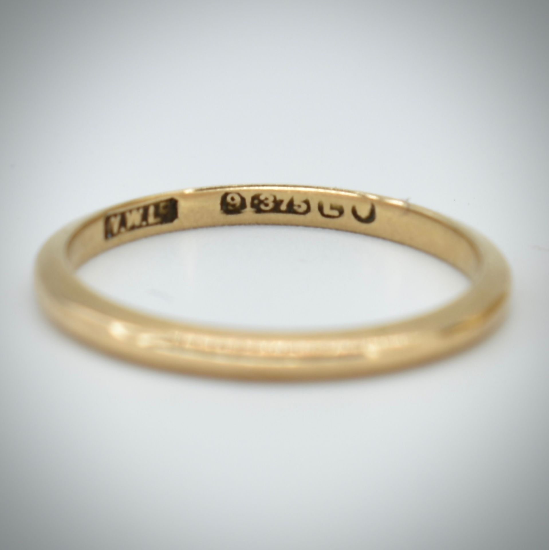 Two Hallmarked 9ct Gold Band Rings - Image 3 of 3