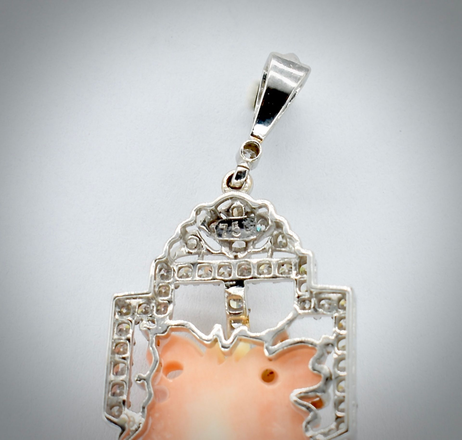 18ct Gold Coral & Diamond Necklace Pendant - Image 4 of 5