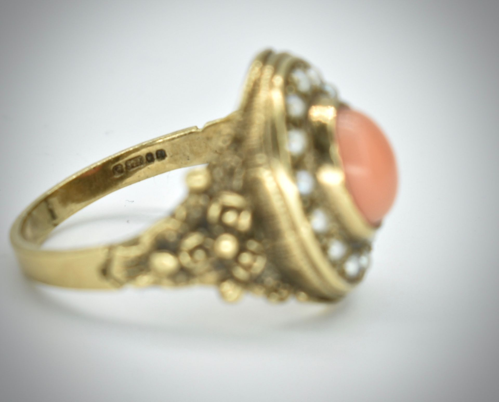 9ct Gold Coral & Pearl Ring - Image 3 of 4