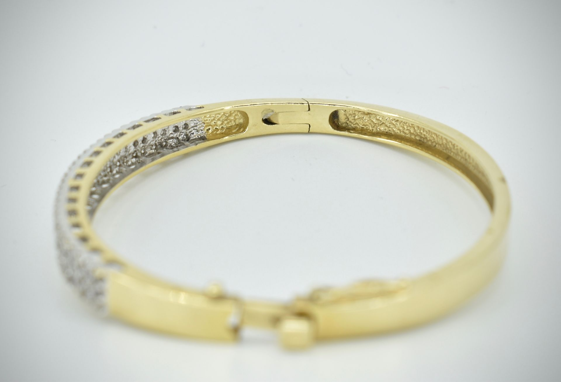 A 14ct Gold & Diamond Pave Fronted Bracelet - Bangle - Image 2 of 7