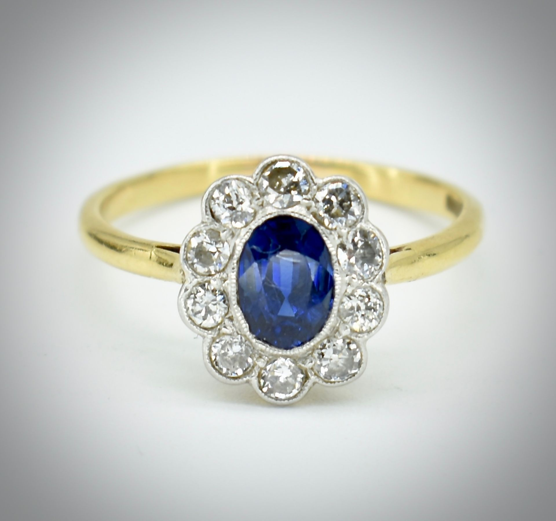 18ct Gold Sapphire & Diamond Cluster Ring - Image 2 of 6