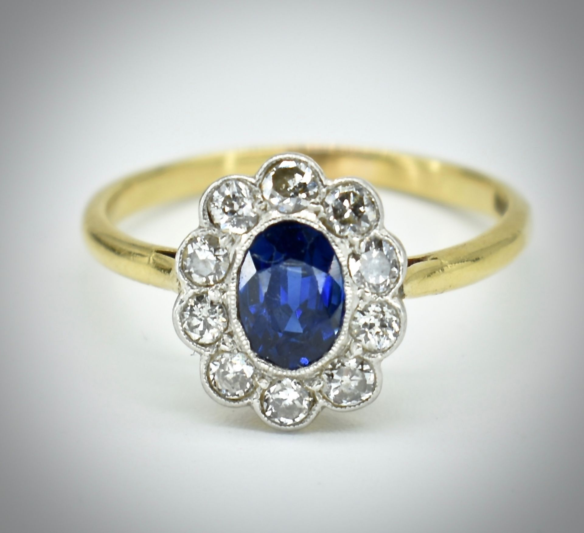 18ct Gold Sapphire & Diamond Cluster Ring - Image 3 of 6