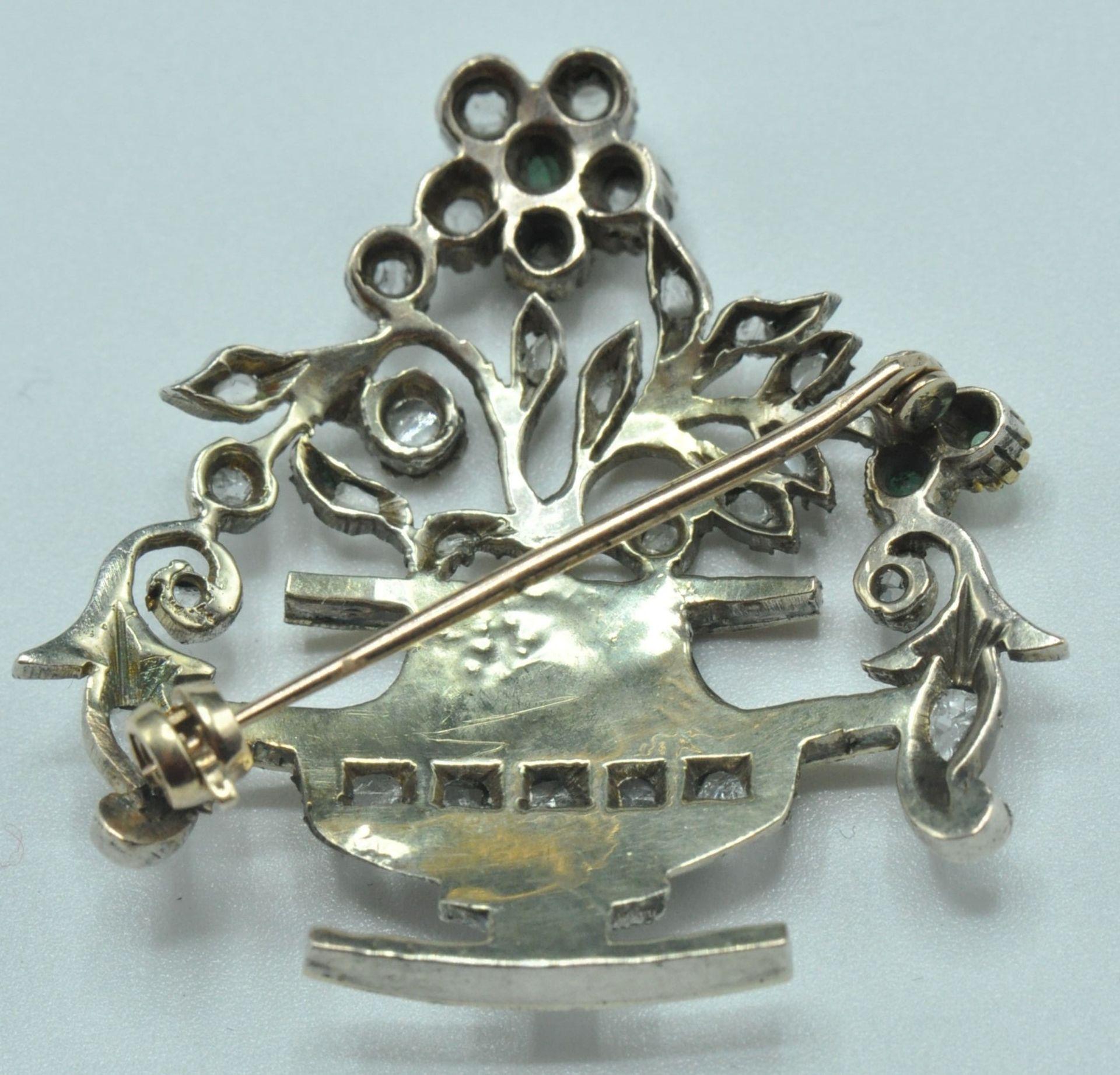 18ct White & Yellow Gold Emerald & Diamond Jardiniere Brooch - Image 8 of 9