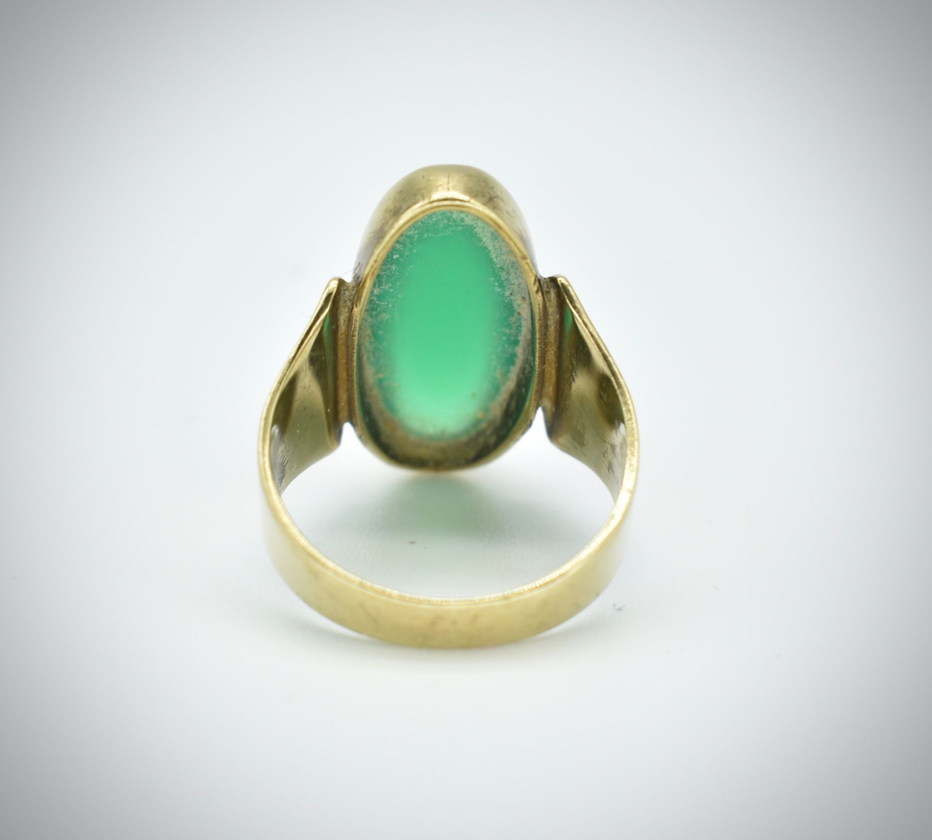 8ct Gold Chrysoprase Cabochon Ring - Image 2 of 3
