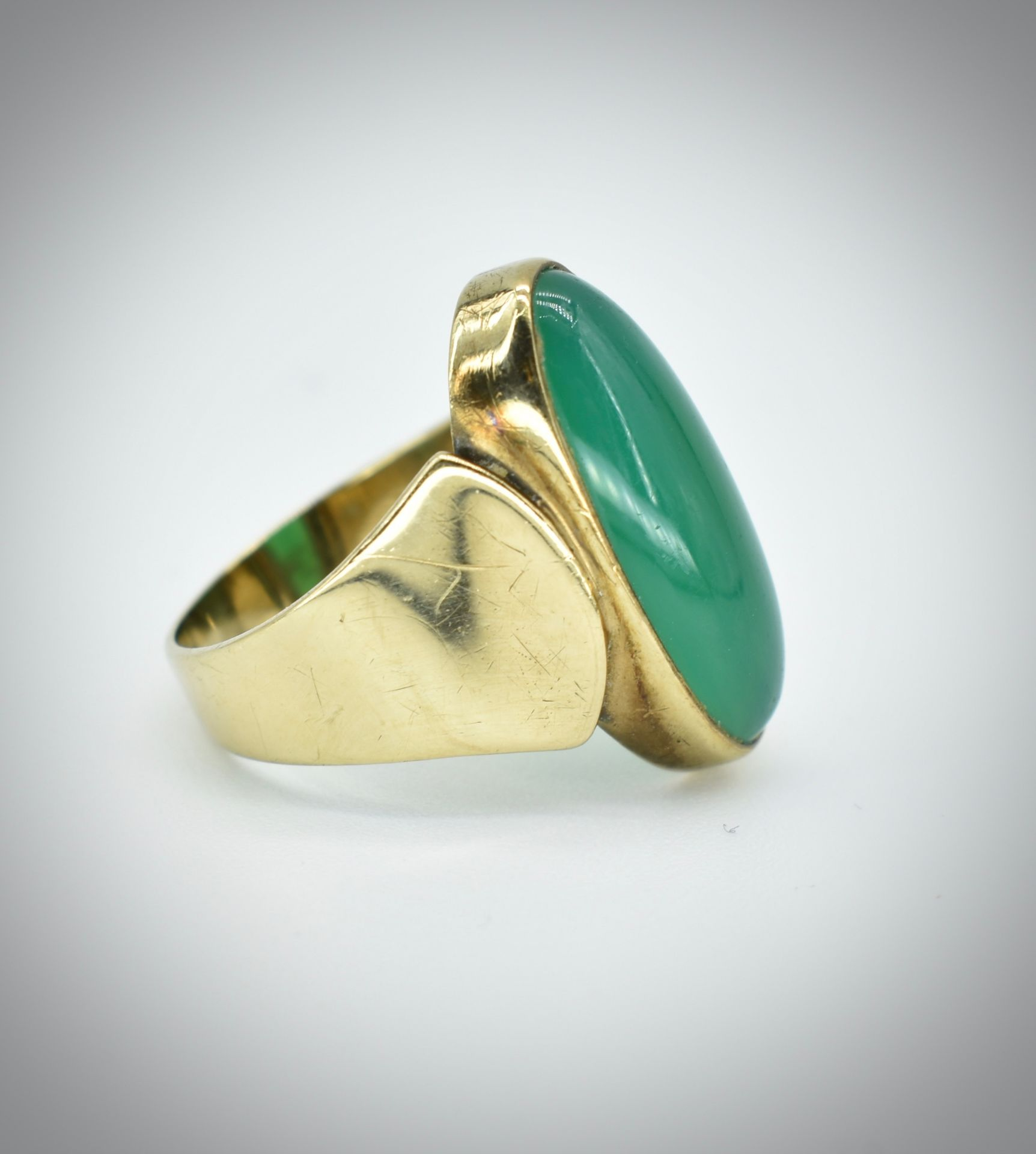8ct Gold Chrysoprase Cabochon Ring - Image 3 of 3