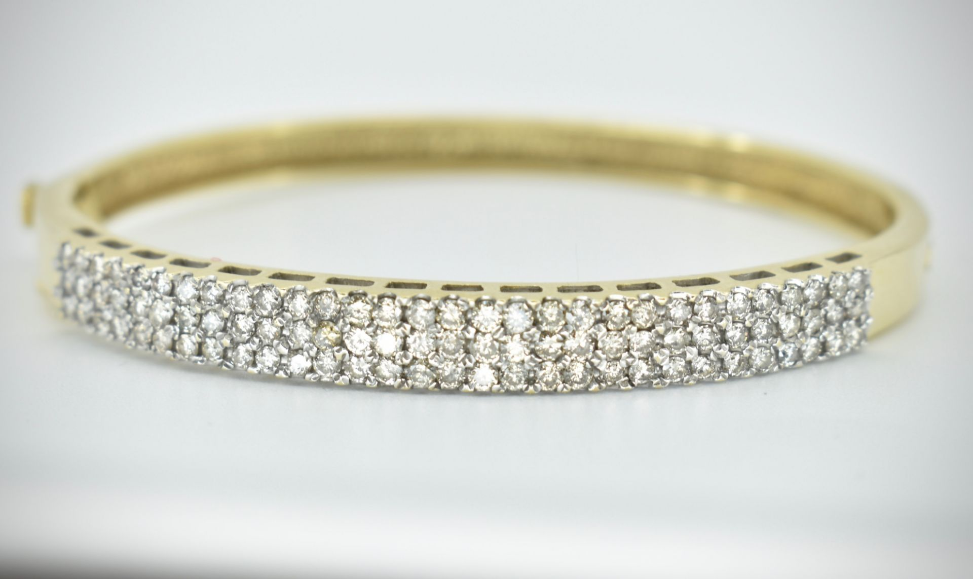 A 14ct Gold & Diamond Pave Fronted Bracelet - Bangle - Image 7 of 7