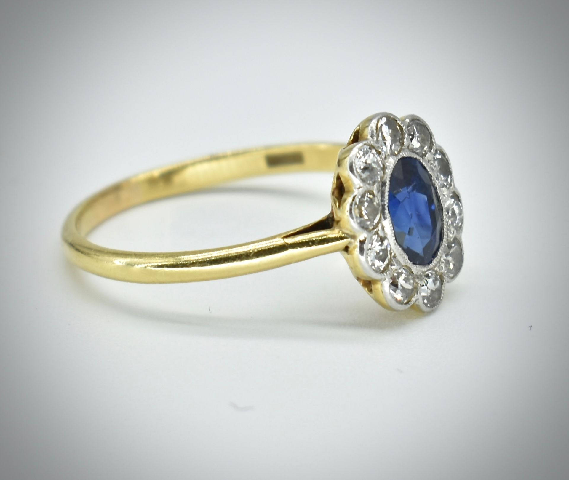 18ct Gold Sapphire & Diamond Cluster Ring - Image 5 of 6