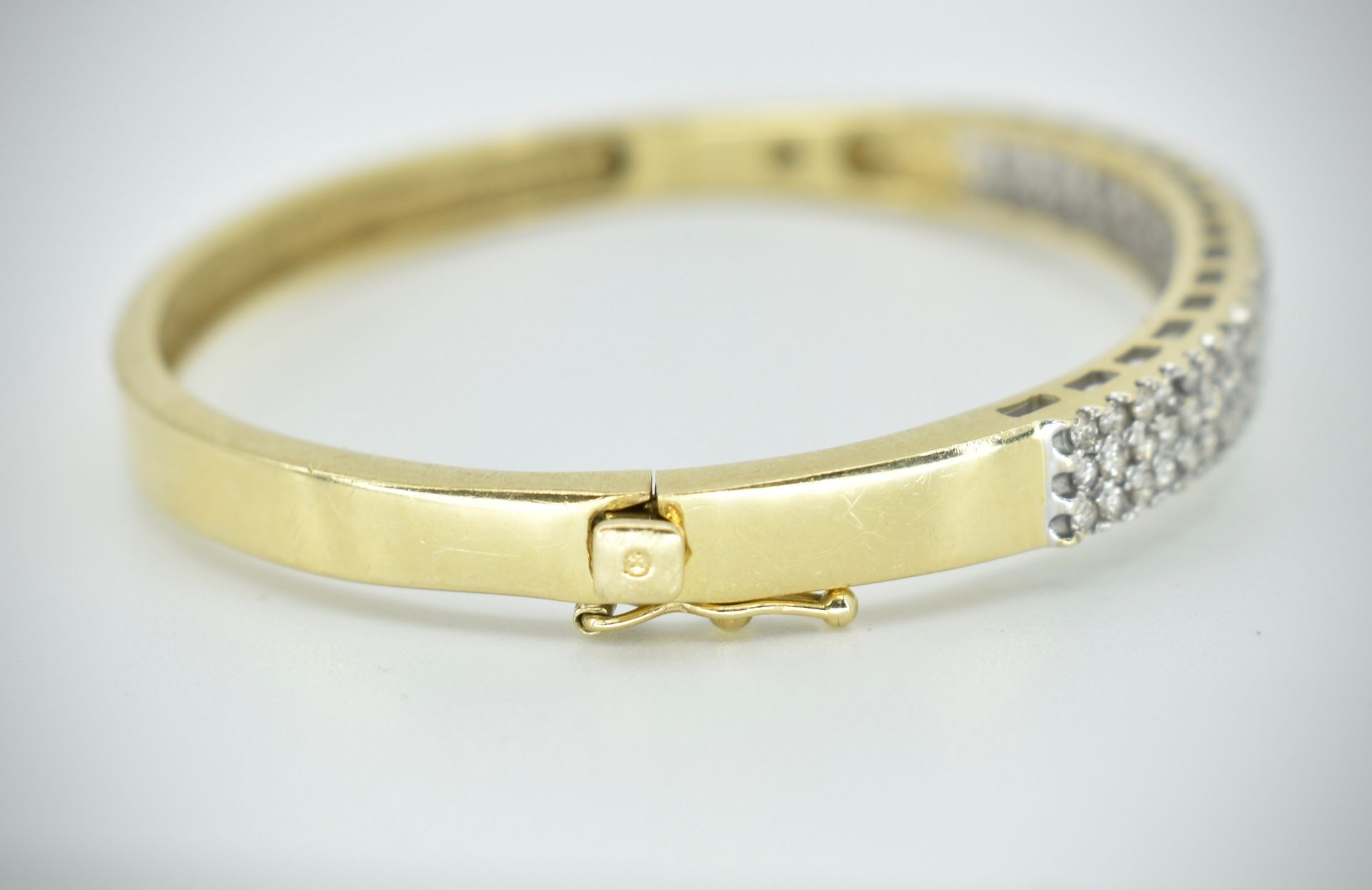 A 14ct Gold & Diamond Pave Fronted Bracelet - Bangle - Image 6 of 7