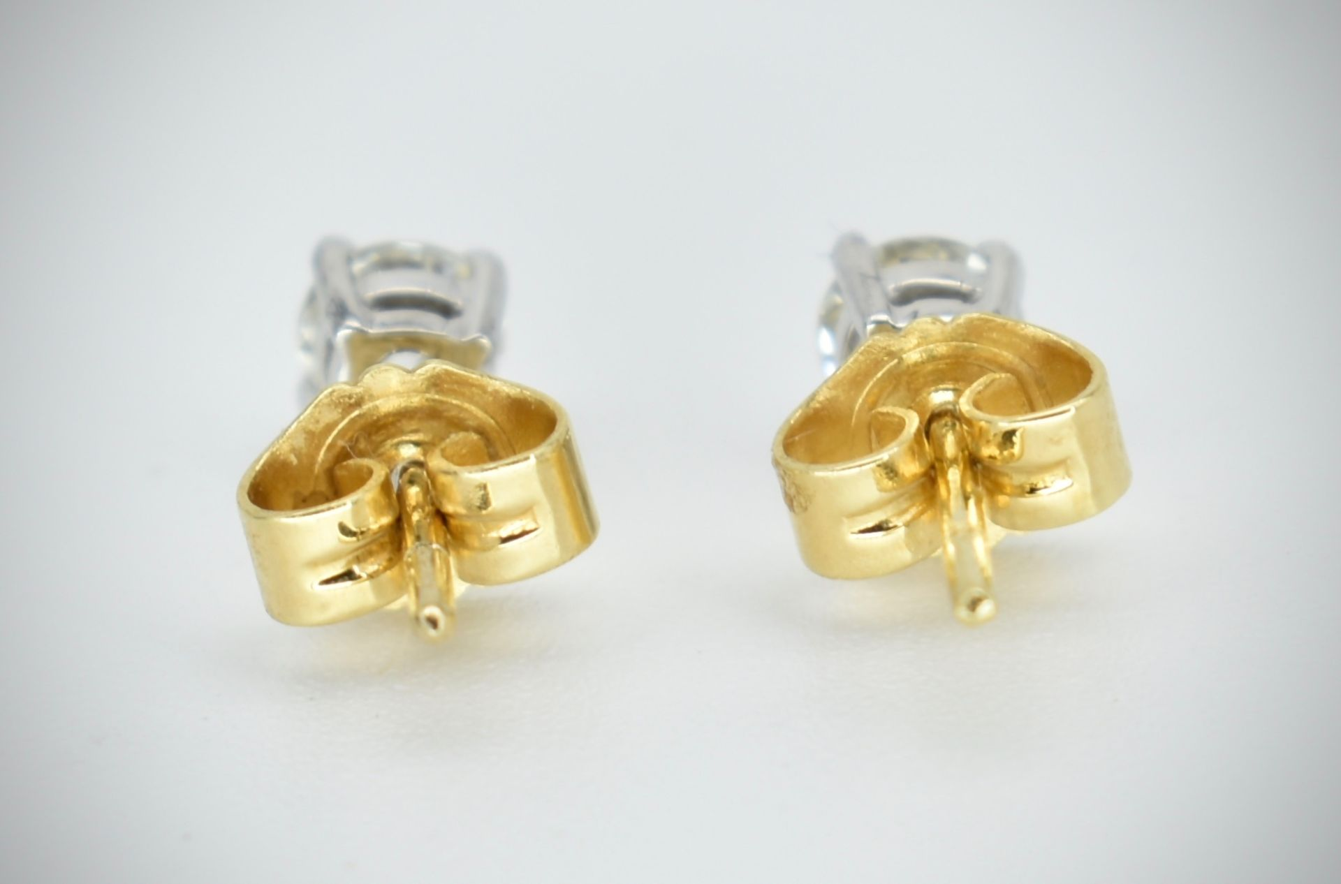 Pair of 18ct Gold & Diamond Stud Earrings - Image 2 of 2