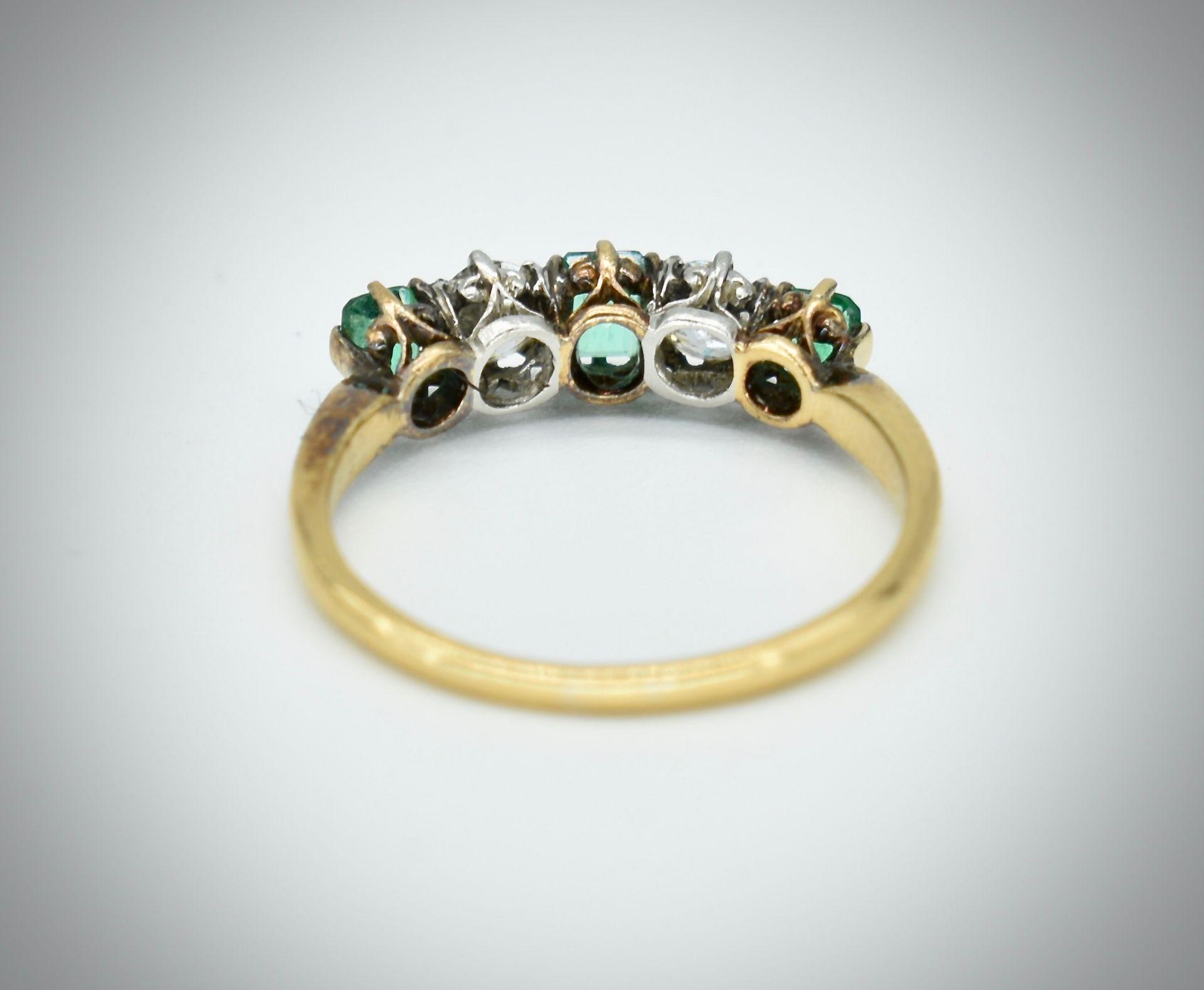 18ct Gold Emerald & Diamond Five Stone Ring - Image 4 of 7