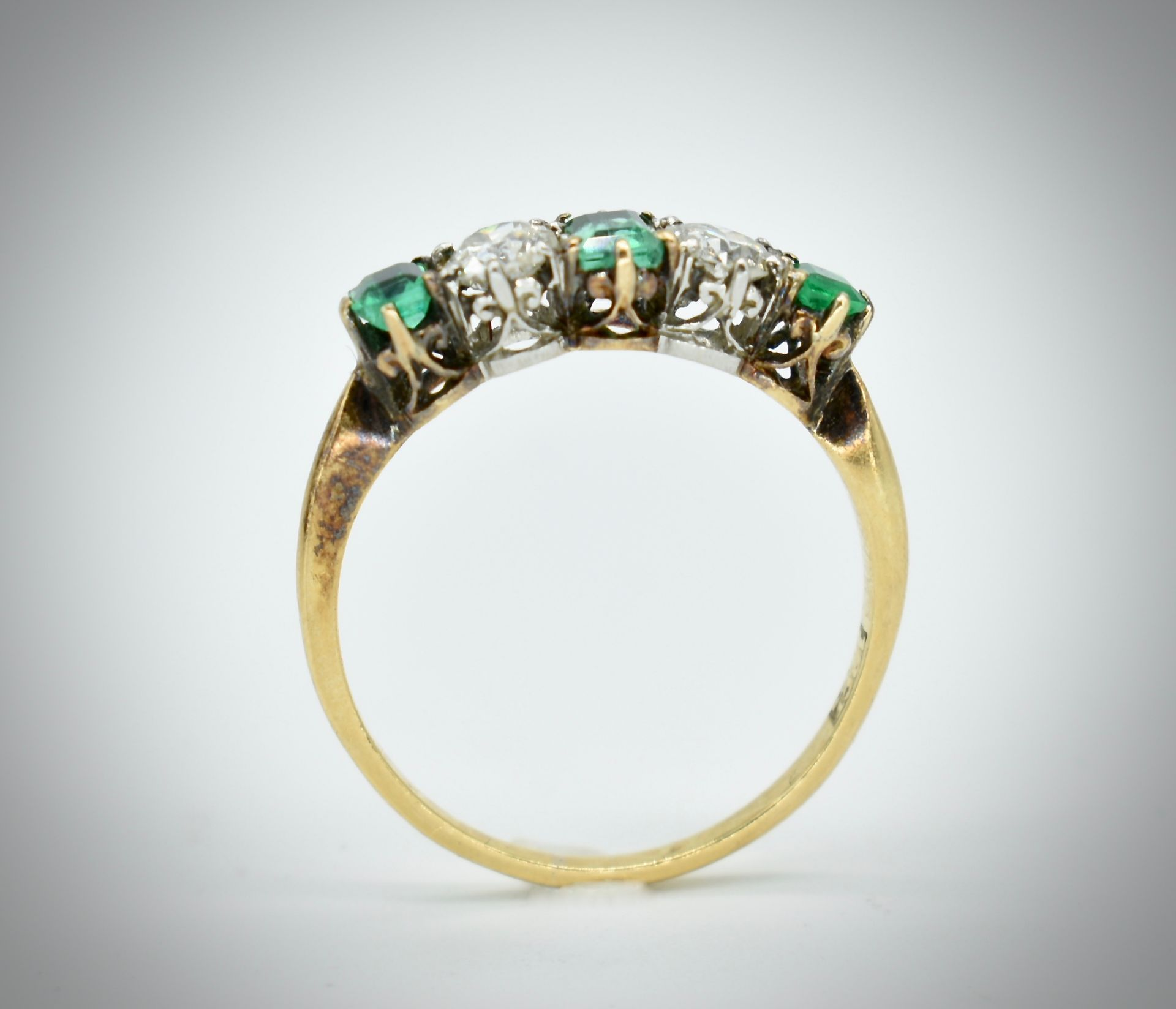18ct Gold Emerald & Diamond Five Stone Ring - Image 2 of 7